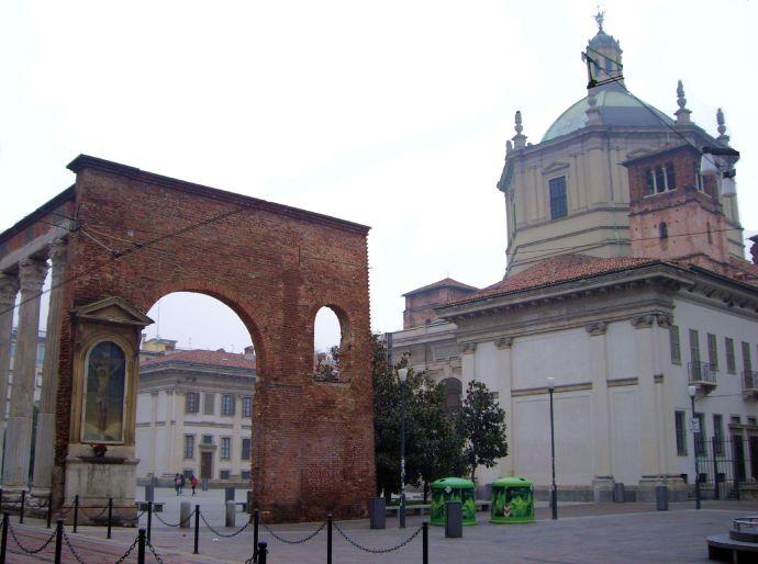 Basilica di San Lorenzo Maggiore ale collone