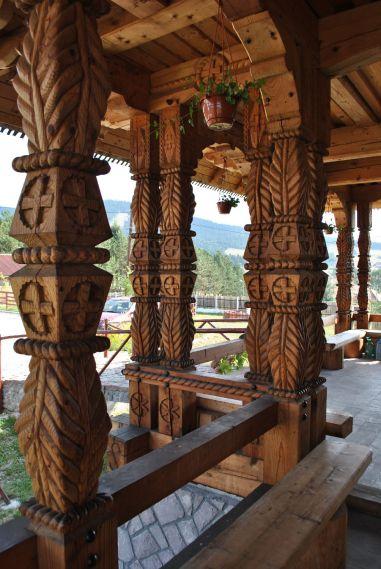 Romanian traditional sculptural motifs