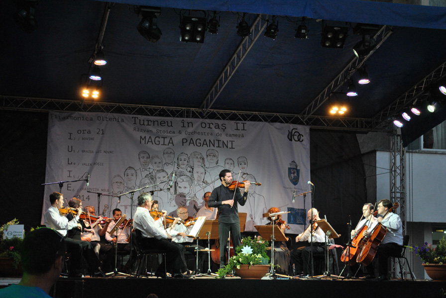Outdoor classical music performance in Craiova