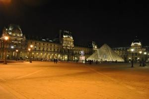Paris by night - The Louvre