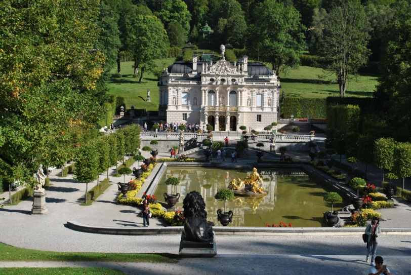 Linderhof Palace - the palace and the pool