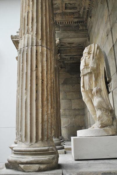 Market Gate of Miletus - column and statue