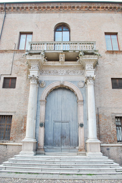 Palazzo Prosperi-Sacrati's monumental entrance